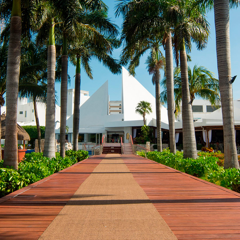 Share Cancun - Hoteles - Sunset Marina Resort & Yacht Club   Entrada Camino