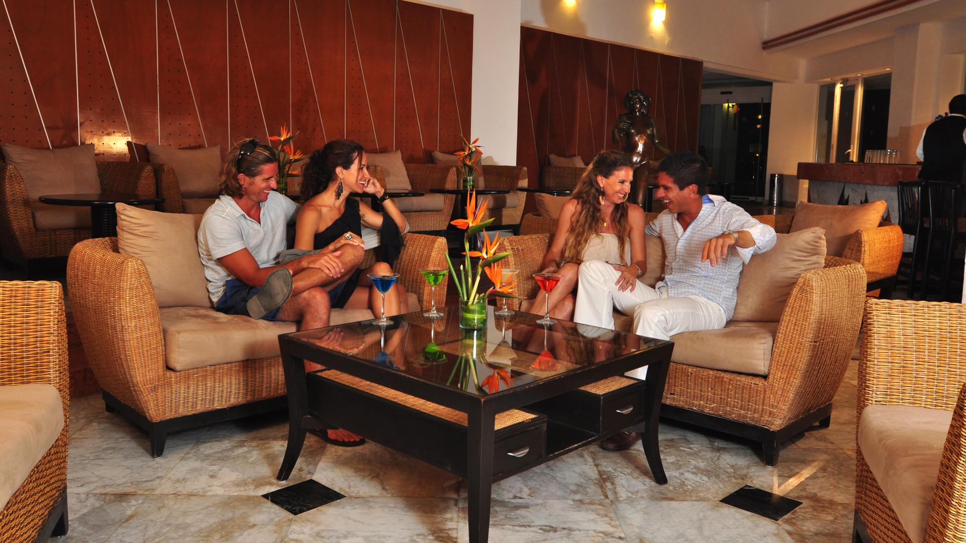 Share Cancun - Hoteles - Sunset Marina Resort & Yacht Club   Centro de consumo - Lobby bar