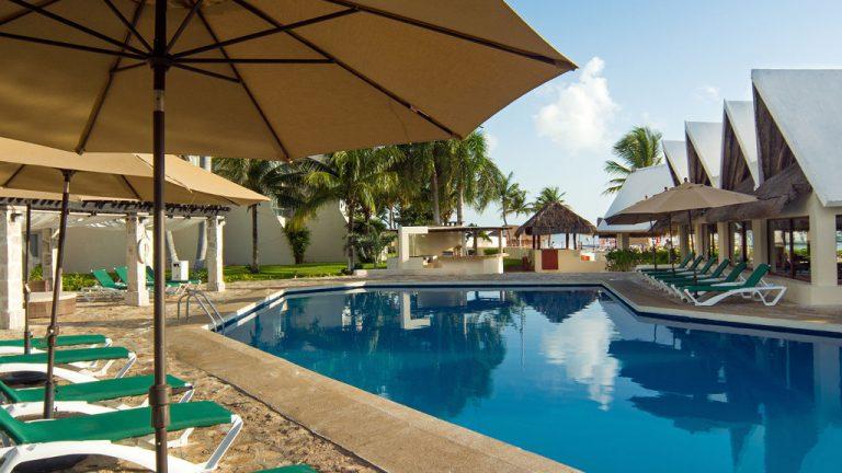 Share Cancun - Hoteles - Ocean Spa Hotel | Alberca Camastros