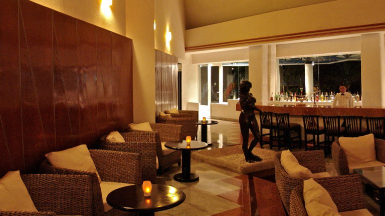 Share Cancun - Hoteles - Sunset Marina Resort & Yacht Club   Bar Hotel