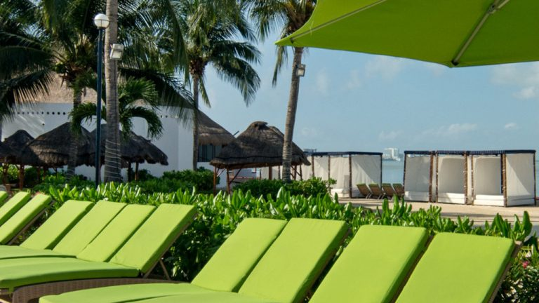 Share Cancun - Hoteles - Sunset Marina Resort & Yacht Club   Camastros