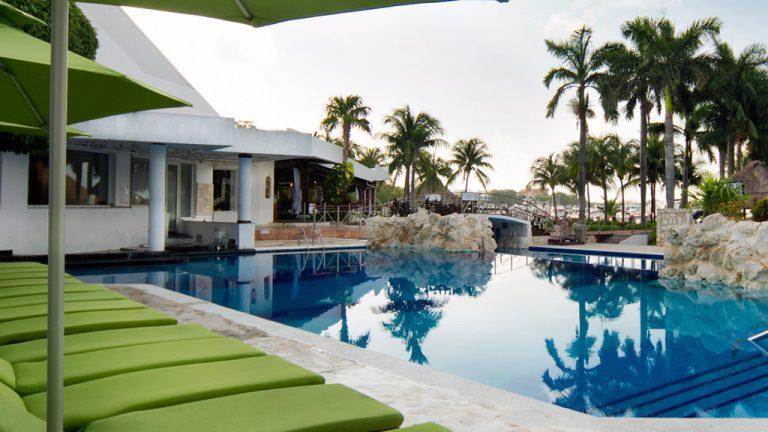 Share Cancun - Hoteles - Sunset Marina Resort & Yacht Club   Camastros Alberca