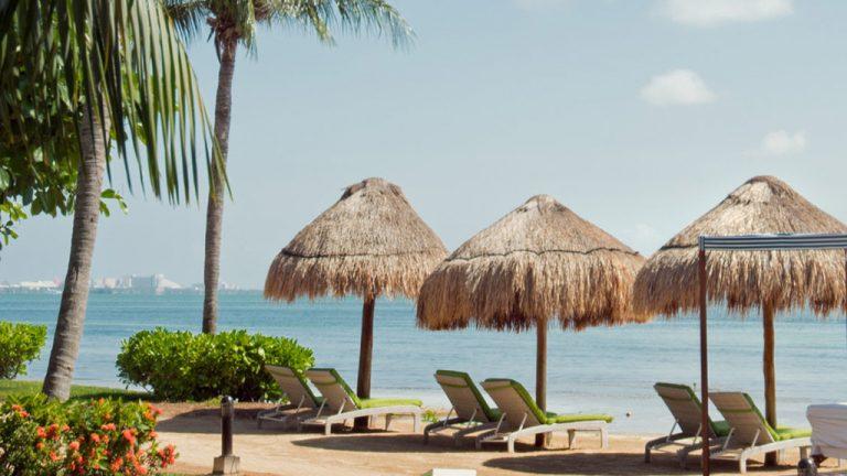 Share Cancun - Hoteles - Sunset Marina Resort & Yacht Club   Camastros Playa