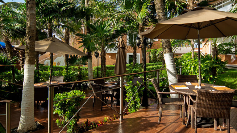 Galeria-Sunset-Fishermen-Beach-Resorts-Mesas-Sombrillas